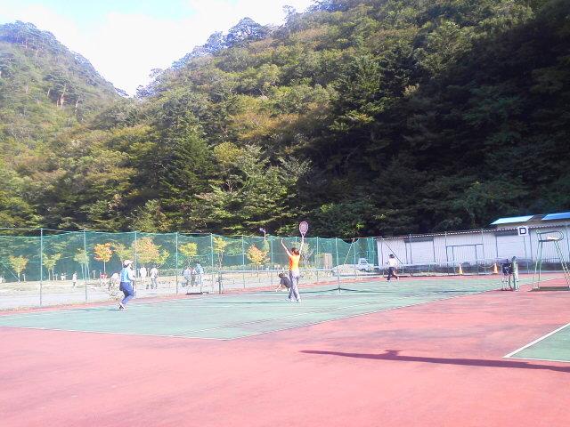 山の中でテニス(AKI)